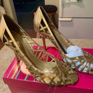 Gold colored BCBG sandal 👡 new super cute